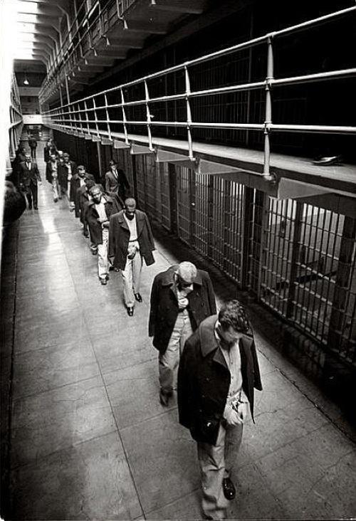 1963. Az utolsó foglyok hagyják el az Alcatrazt..jpg