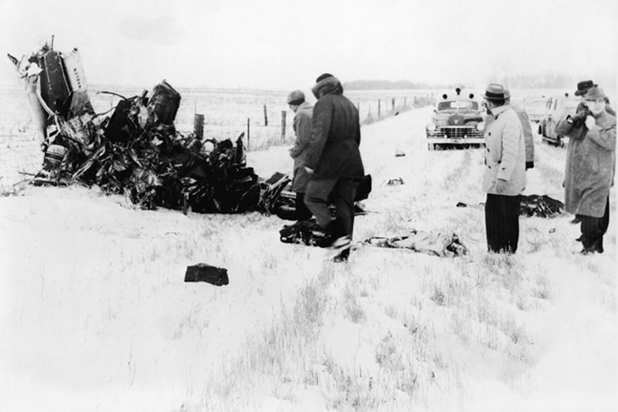 1959_februar_3_a_nap_amikor_meghalt_a_zene_buddy_holly_ritchie_valens_es_j_p_richardson_repulogepenek_roncsai_.jpg