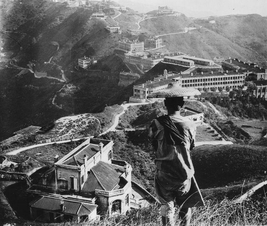 1937_hong-kong_tehetosek_rezidenciai_magasan_a_varos_felett_.jpg