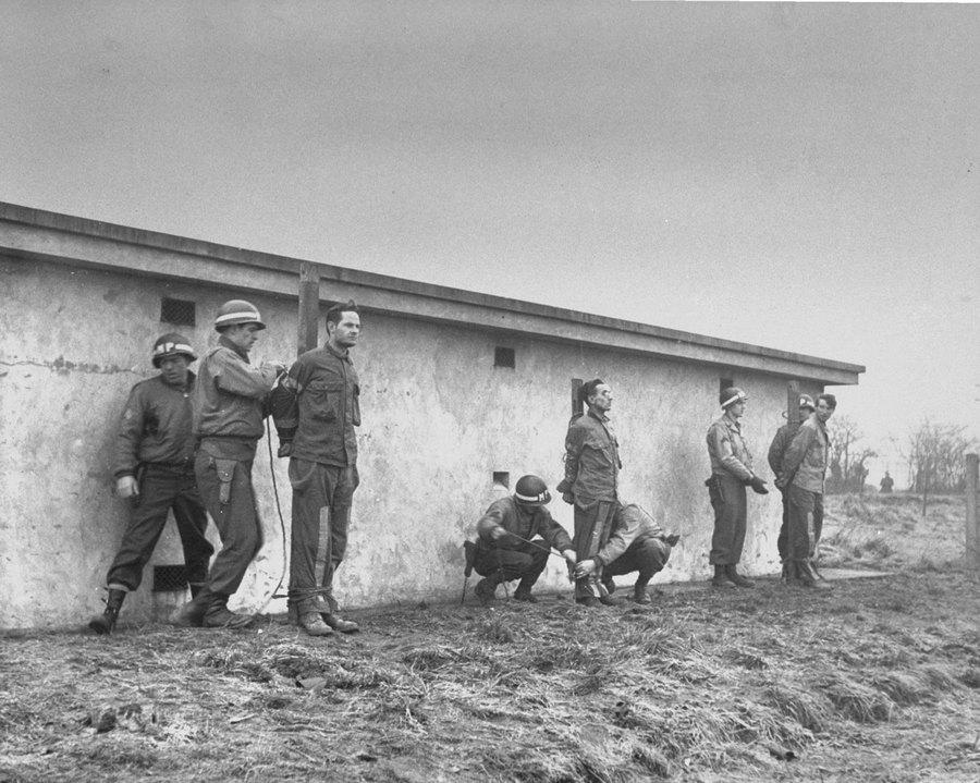 1944_az_ardenneki_offenziva_idejen_kemkedesert_kivegzett_nemet_foglyok_.jpg