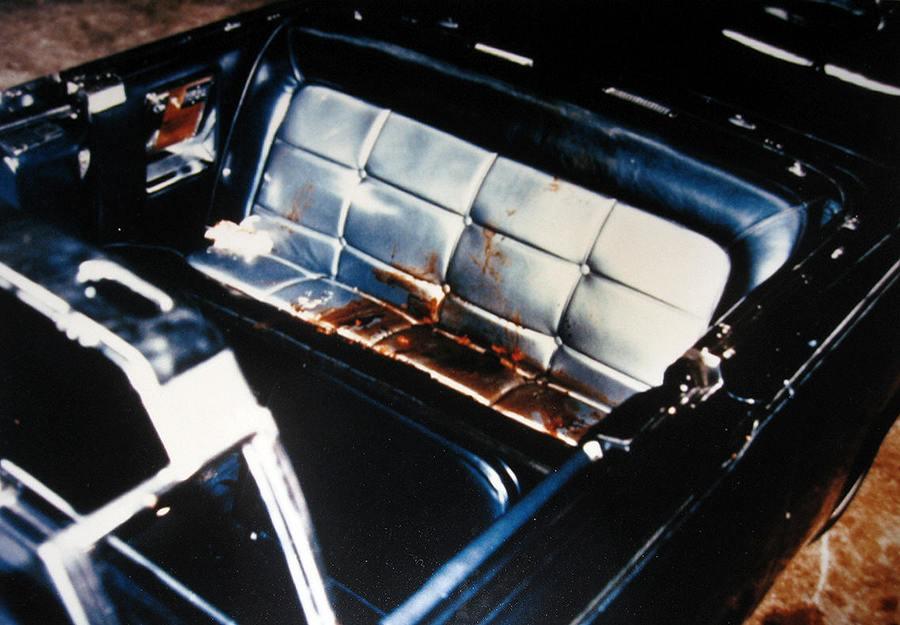 1963_john_f_kennedy-t_ebben_az_autoban_ertek_a_halalos_lovesek.jpg