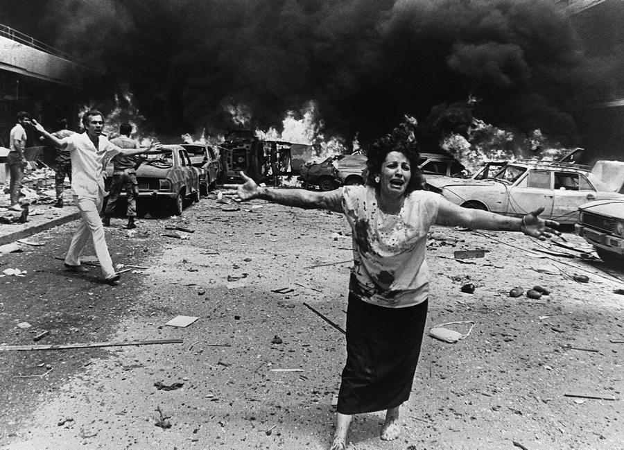 1986_a_nyugat-bejrutban_felrobbant_autoba_rejtett_pokolgep_13_embert_olt_meg_koztuk_a_kepen_lathato_holgy_gyermeket_is_es_tovabbi_92-t_megsebesitett.jpg