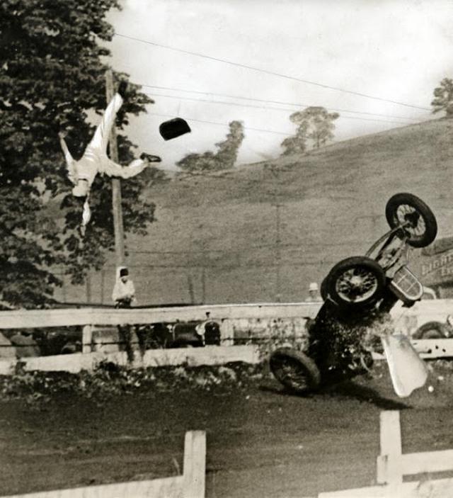 vintage_wtf_accidents_that_s_unexplainable_11.jpg