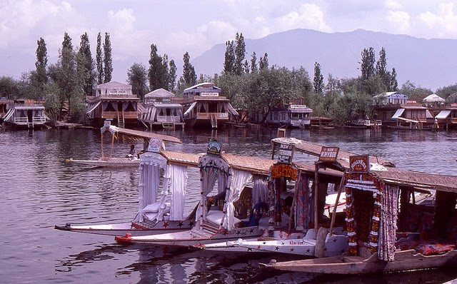 Vale of Kashmir, India, 1982 (13).jpg