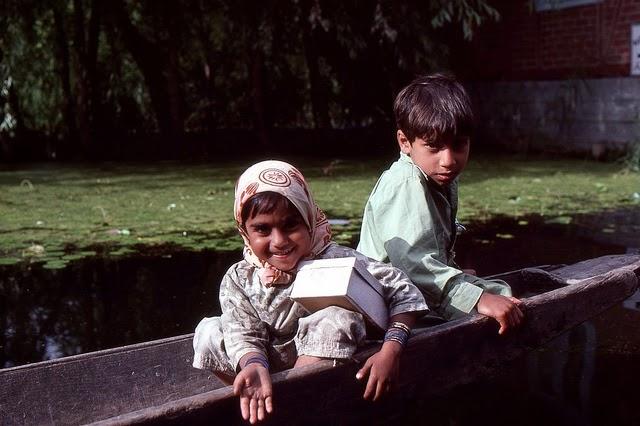 Vale of Kashmir, India, 1982 (23).jpg