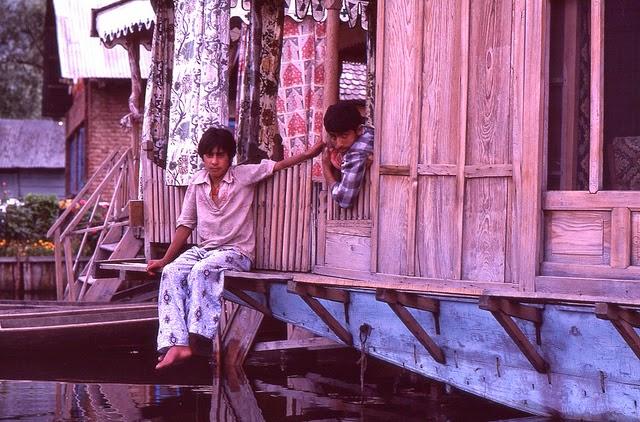 Vale of Kashmir, India, 1982 (24).jpg