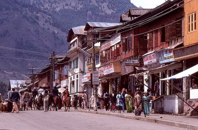 Vale of Kashmir, India, 1982 (26).jpg