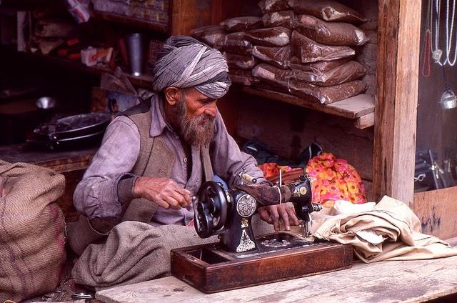 Vale of Kashmir, India, 1982 (28).jpg