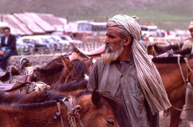 Vale of Kashmir, India, 1982 (29).jpg