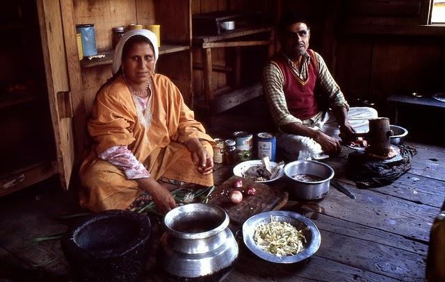 Vale of Kashmir, India, 1982 (33).jpg