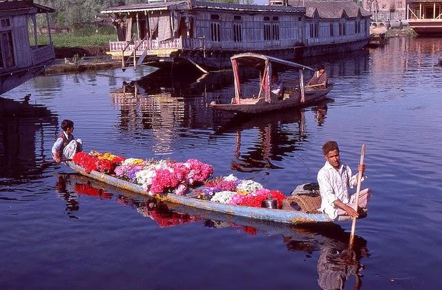 Vale of Kashmir, India, 1982 (5).jpg