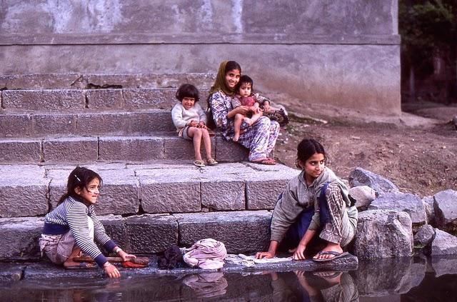 Vale of Kashmir, India, 1982 (7).jpg