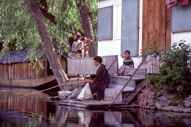 Vale of Kashmir, India, 1982 (8).jpg