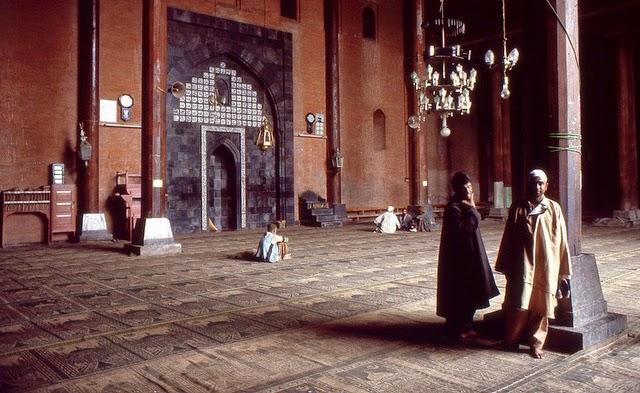 Vale of Kashmir, India, 1982 (9).jpg