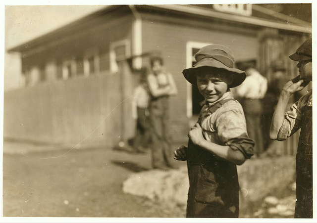 Old Photos of Child Labor between 1908 and 1924 (10).jpg