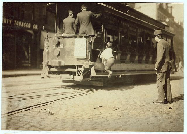 Old Photos of Child Labor between 1908 and 1924 (13).jpg