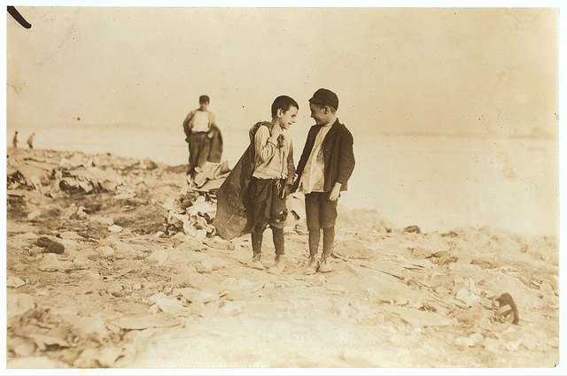 Old Photos of Child Labor between 1908 and 1924 (14).jpg