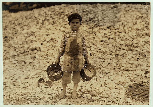 Old Photos of Child Labor between 1908 and 1924 (19).jpg