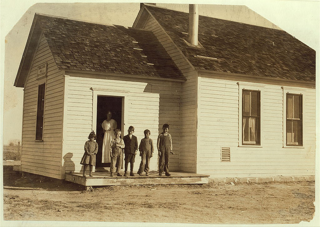 Old Photos of Child Labor between 1908 and 1924 (22).jpg