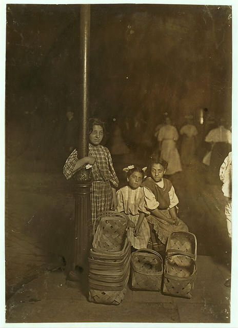 Old Photos of Child Labor between 1908 and 1924 (3).jpg