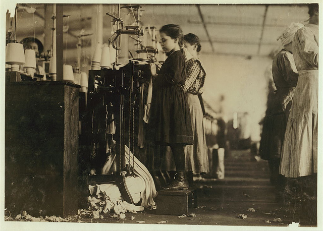 Old Photos of Child Labor between 1908 and 1924 (38).jpg