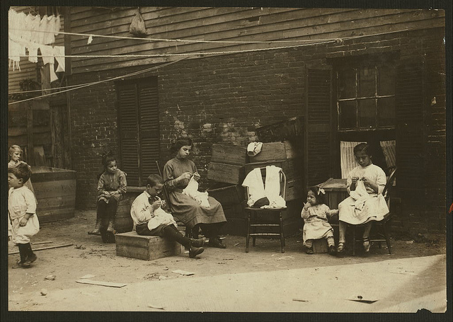 Old Photos of Child Labor between 1908 and 1924 (48).jpg