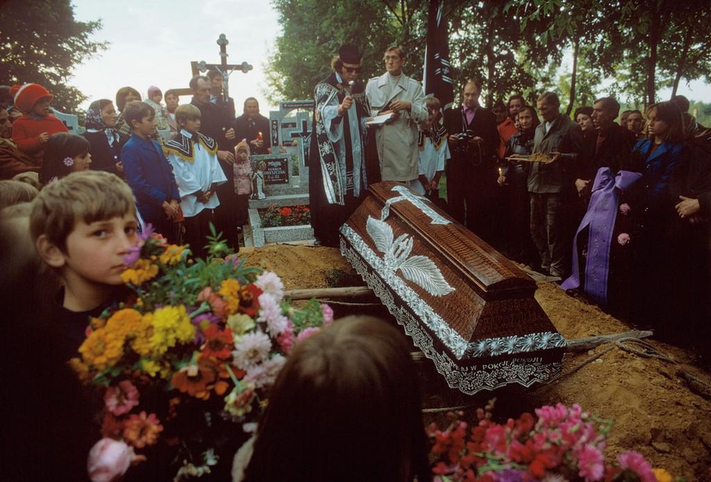 21_temetes_egy_opole_kozeli_faluban.jpg