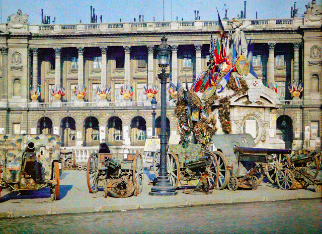 Rare Color Photography of Early 1900s Paris (1).jpg