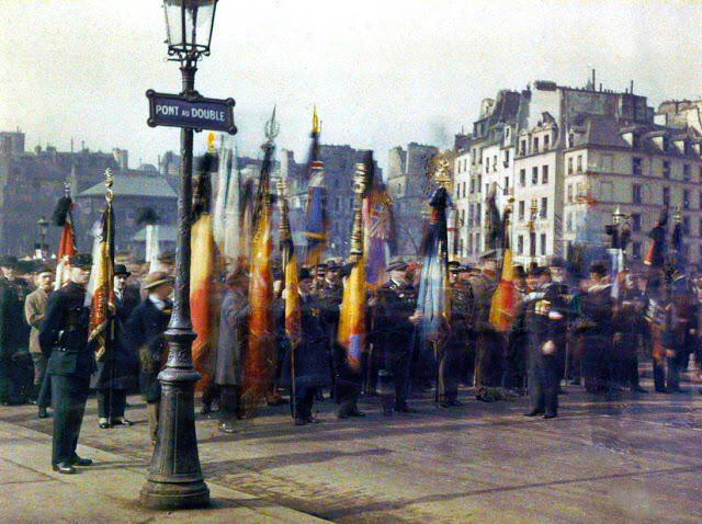 Rare Color Photography of Early 1900s Paris (44).jpg
