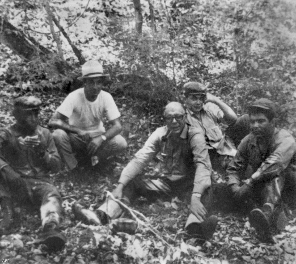 1966_che_guevara_a_boliviai_dzsungelben_kopaszon_es_szemuvegben_valoszinuleg_az_alcazas_miatt.jpg