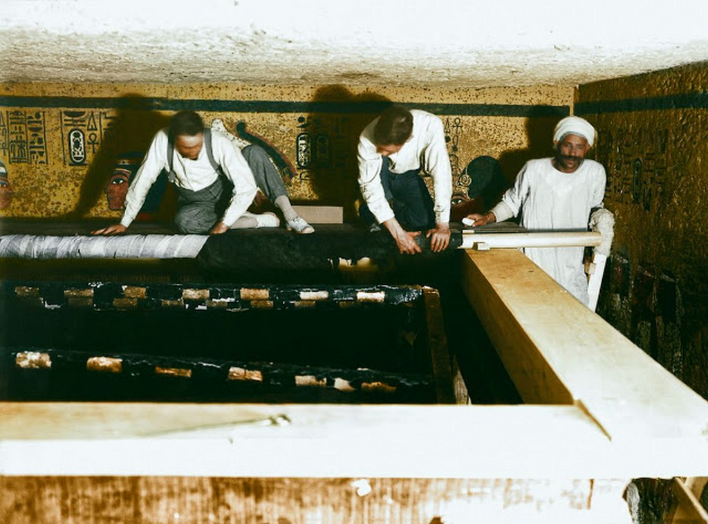 discovering_tutankhamun_in_color_2813_29.jpg