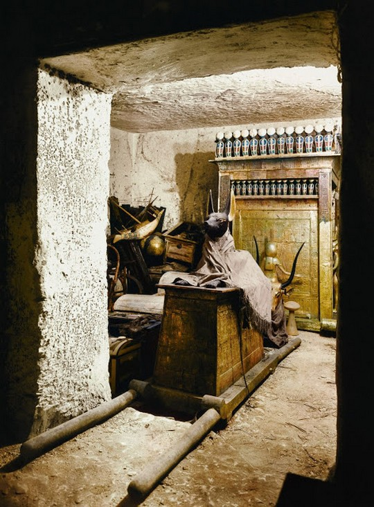 discovering_tutankhamun_in_color_2816_29.jpg