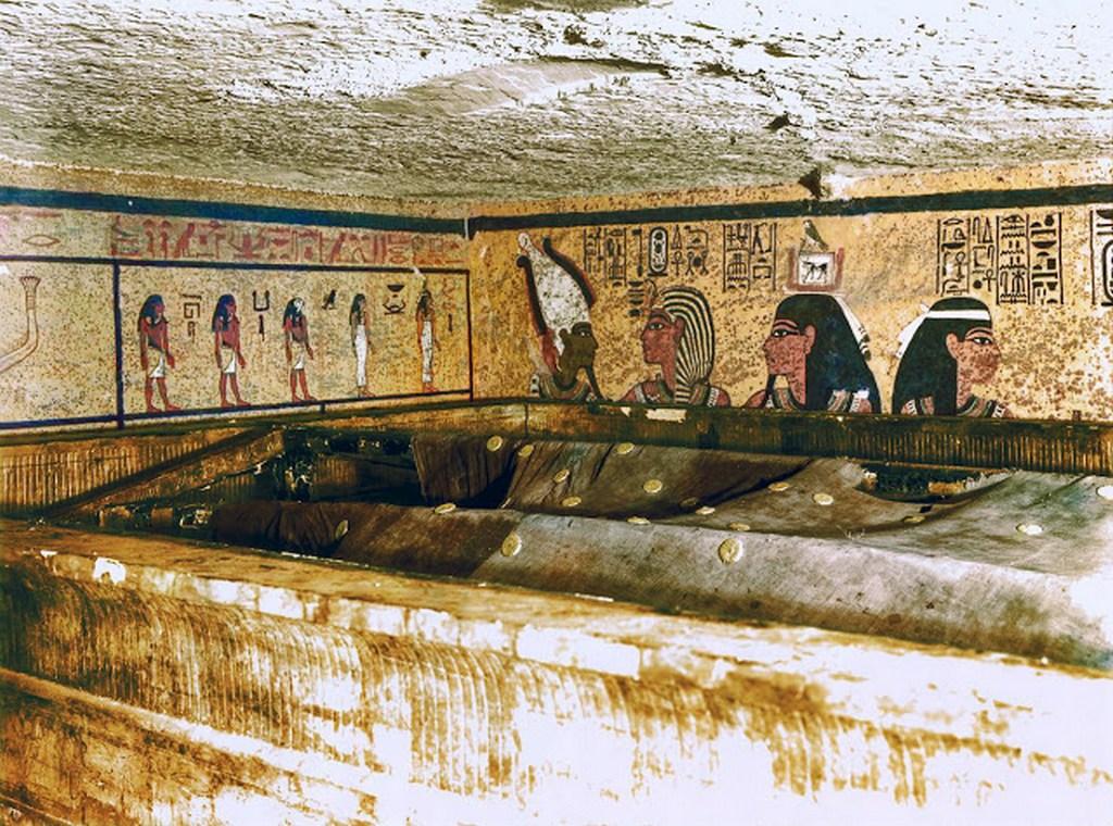 discovering_tutankhamun_in_color_285_29.jpg