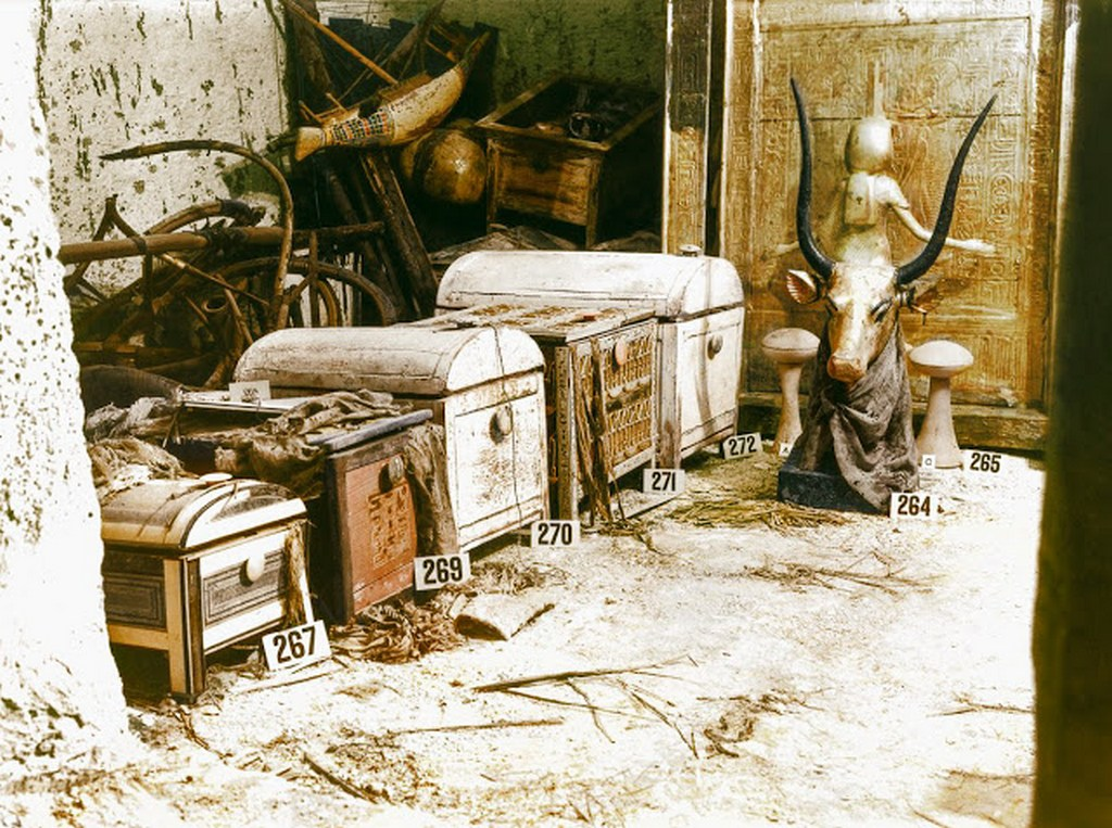 discovering_tutankhamun_in_color_286_29.jpg