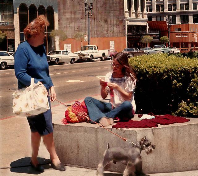 Street Life of Americans in The 1970s (1).jpg