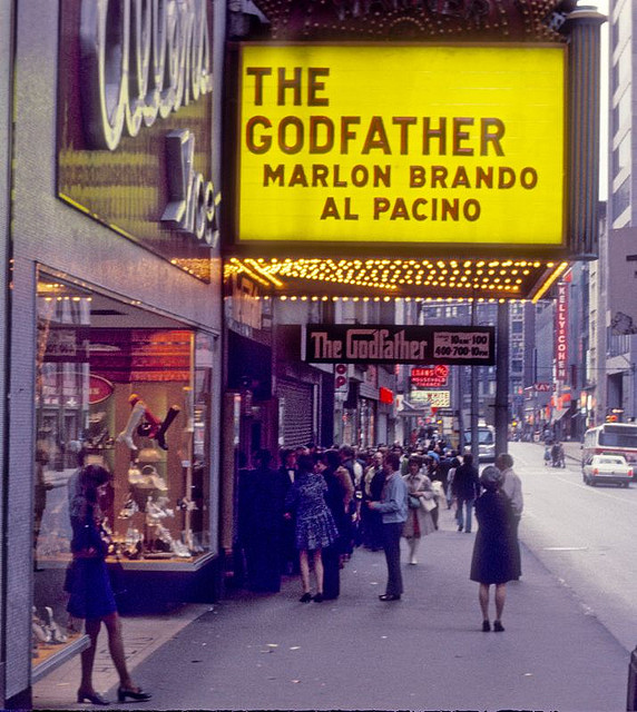 Street Life of Americans in The 1970s (11).jpg