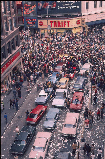 Street Life of Americans in The 1970s (3).jpg