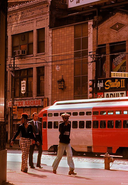 Street Life of Americans in The 1970s (6).jpg