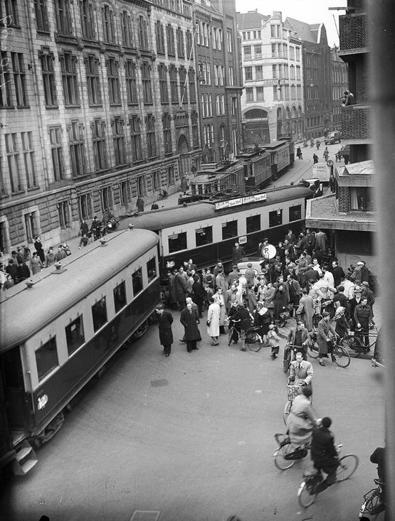 1952_kisiklott_villamos_a_paleisstraat-on.jpg