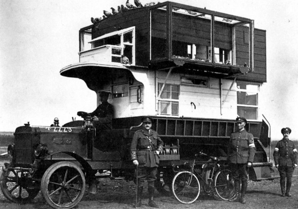 1917. Mobil postagalamb odú. A háborús üzeneteket velük továbbíttatták a lövészárkokból..jpg