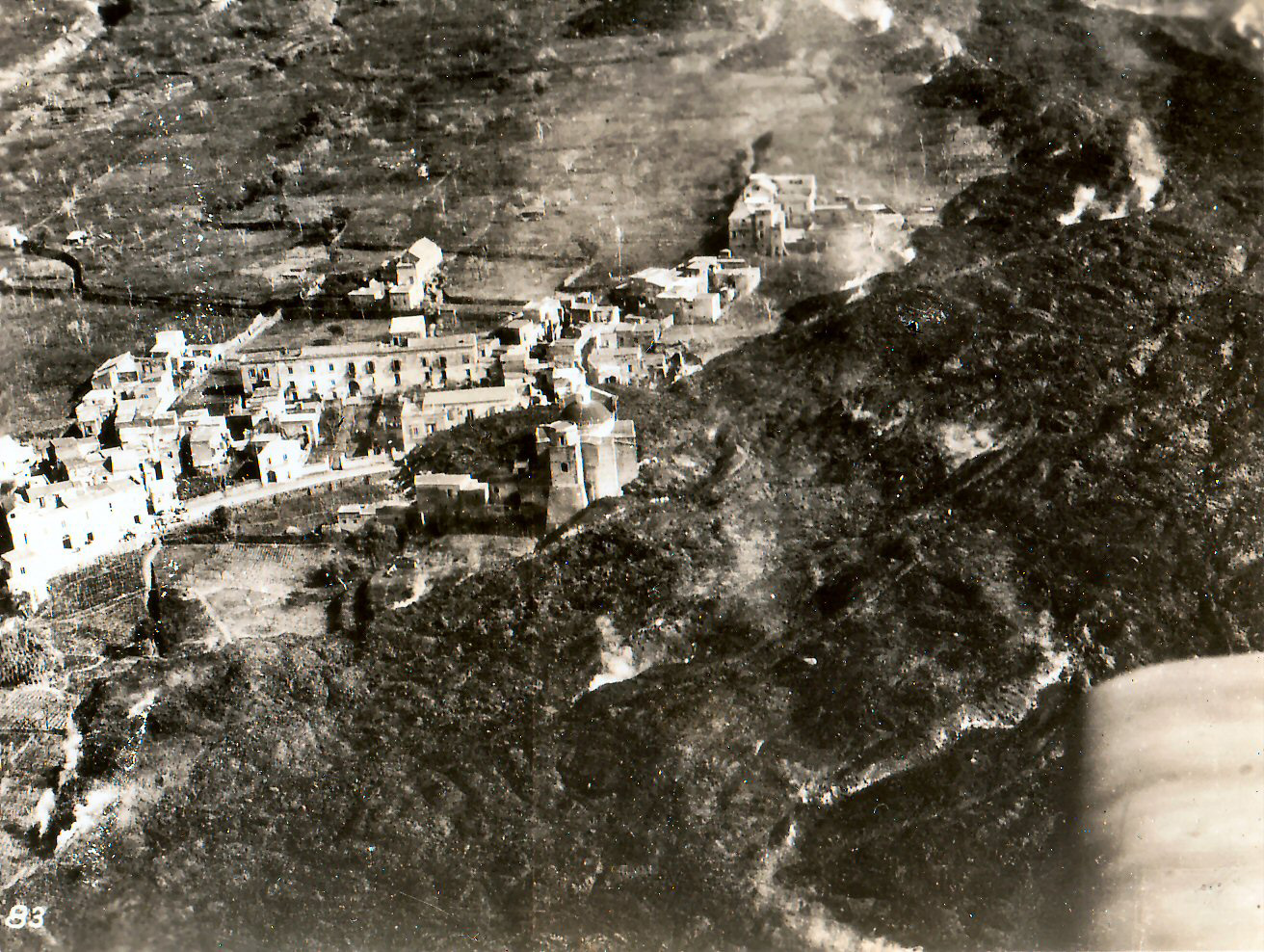 Lava_del_Vesuvio_a_Massa_di_Somma_1944.jpg