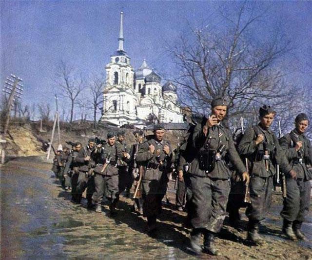 World War II Photos in Color (1).jpg