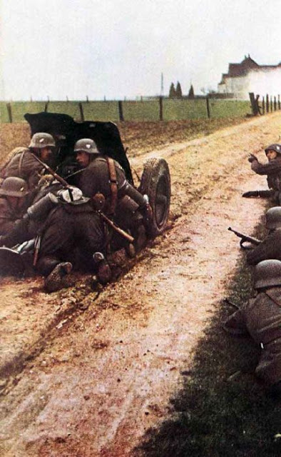 World War II Photos in Color (10).jpg