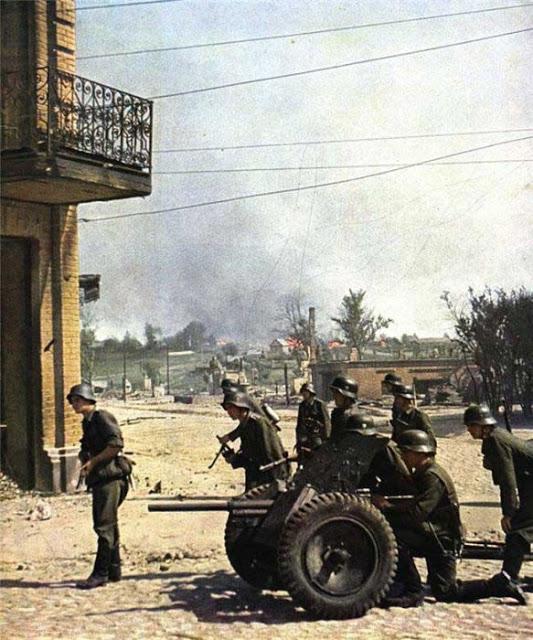 World War II Photos in Color (15).jpg