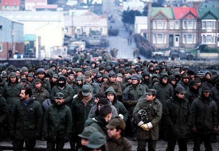 5061982-argentine-prisoners-of-war-massed-in-port-stanley-capital-of-the-falkland-islands-after-their-surrender-to-the-british-falkland-islands-task-force_-pinterest.jpg