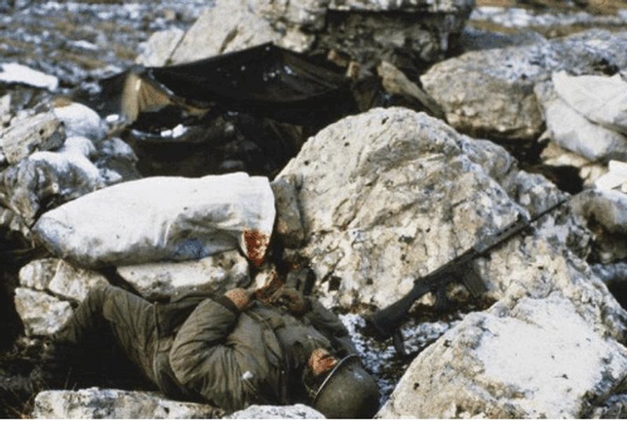 dead-argentina-soldier-falkland-war-10544796_1.png