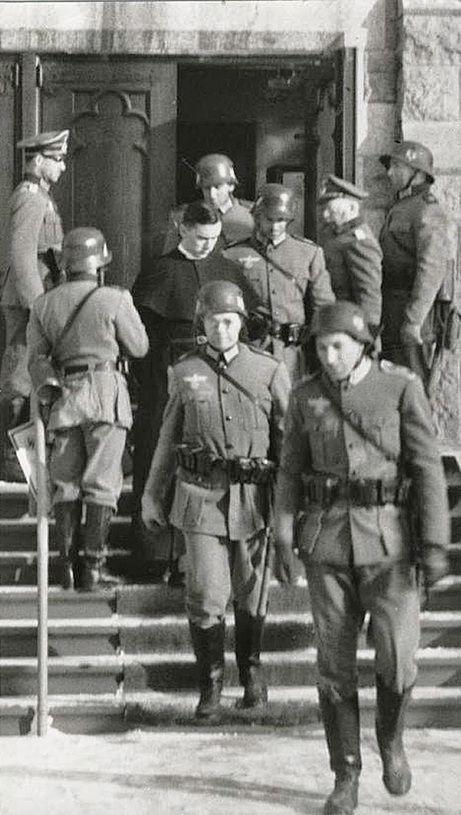 c56478ee58c13fc62be26bb69e5847d7--the-germans-troops.jpg