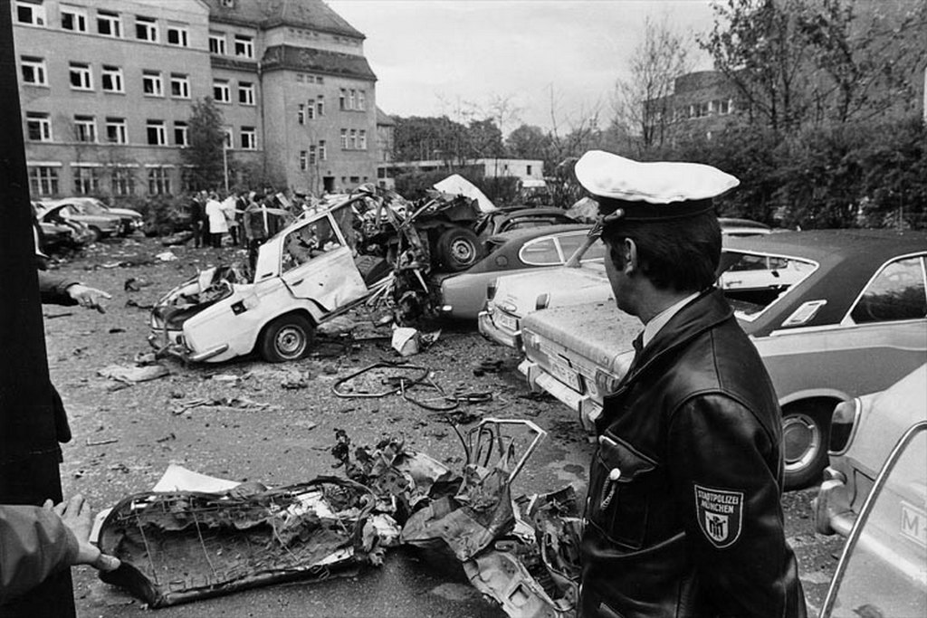 1972_majus_car_bomb_goes_off_outside_police_station_in_augsburg.jpg
