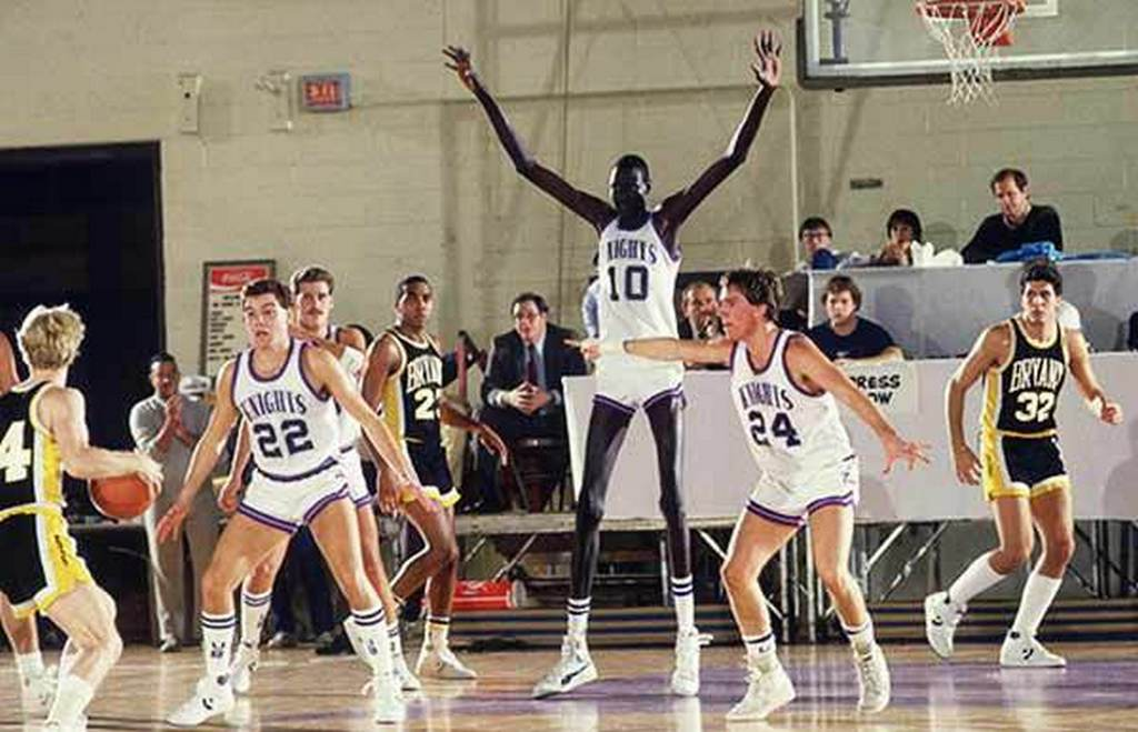 3_manute-bol-tallest-basketball-player_1.jpeg