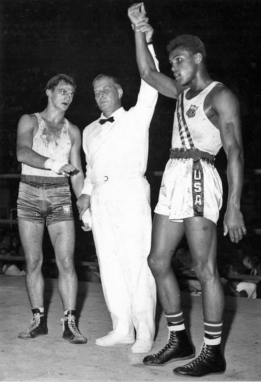 1960_fun-facts-muhammed-ali-olympic-medal2.jpg